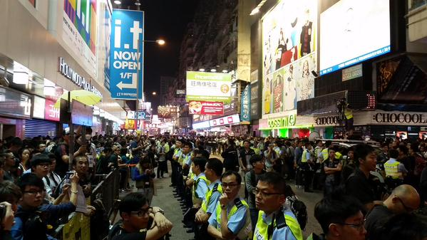 Crowd gathers in front of big screen again in Mong Kok. occupyhk