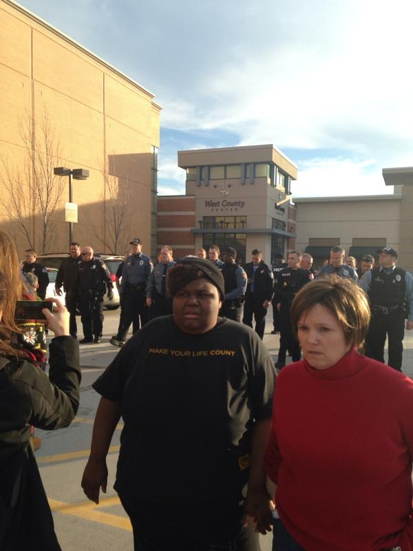 Police are moving in at West County Mall ferguson