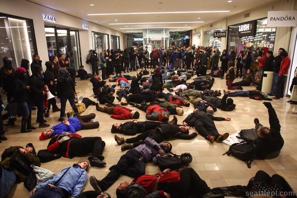 100s of protesters gathered now in Weslake Mall in Seattle