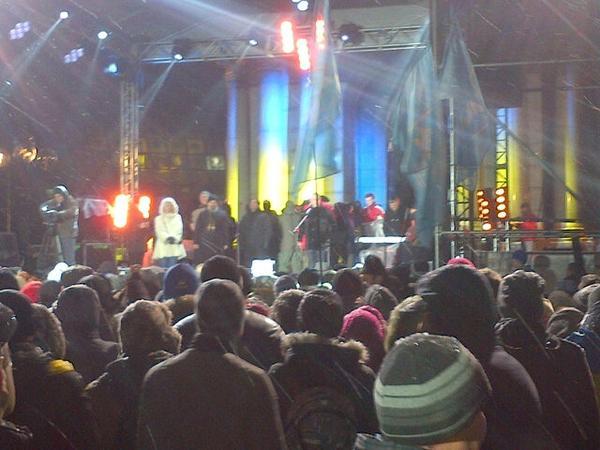 Euromaidan crowd chanted Thank you @Canada for wintergear support. Applauded @pmharper getoutofukraine msg to RU.