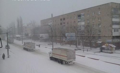 Russian humanitarian aid convoy arrived to Lugansk today at 11:40 am. 10 tented trucks and 10 trucks with fuel.