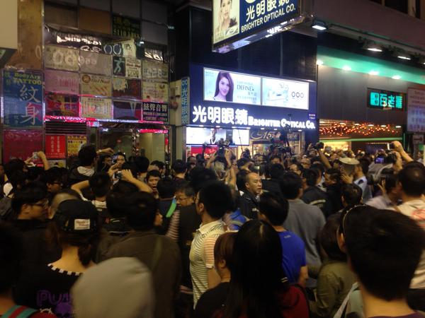 Crowd started moving south on SYC Street, frequent scuffles, lots of tension. Police motorcade opening street.