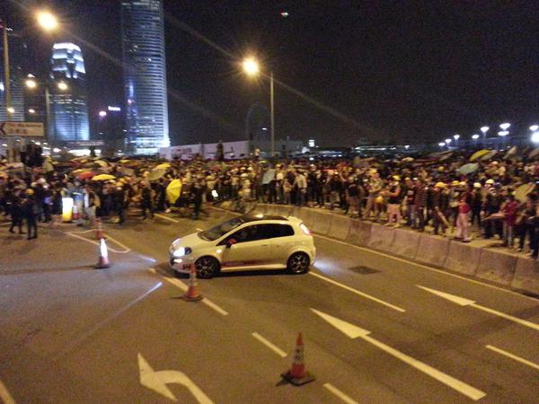 Crowds poured onto Lung Wo Road while police stood guard on pedestrian lane.