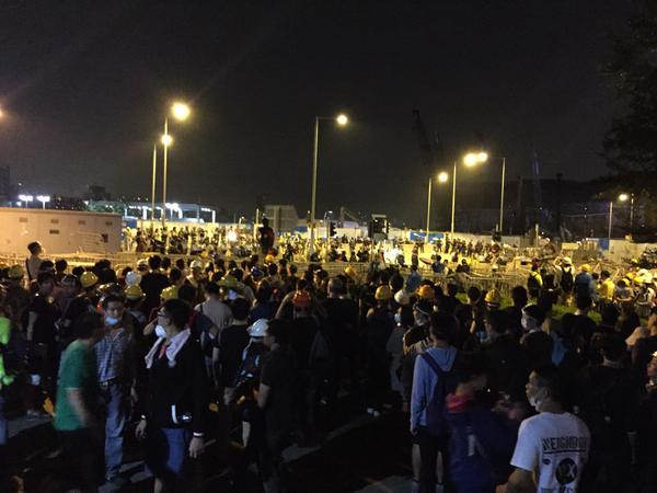 The crowd outside legco at Lung Wo Rd. Police (and media) control Lung Wo Rd