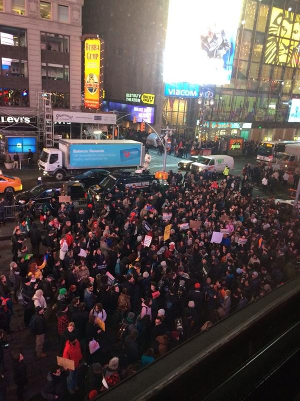 EricGarner demonstrators in NYC now on move up Broadway from Time Square