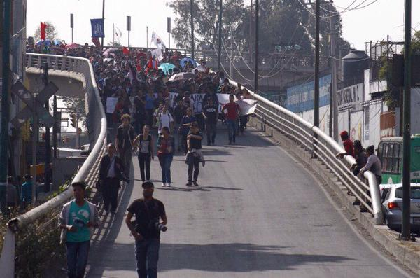 Students from @IPN_MX marching to prison to demand release of 3 arrested 1DMX