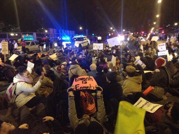 Ericgarner protestors disrupt traffic on Dan Ryan,  Chicago, IL