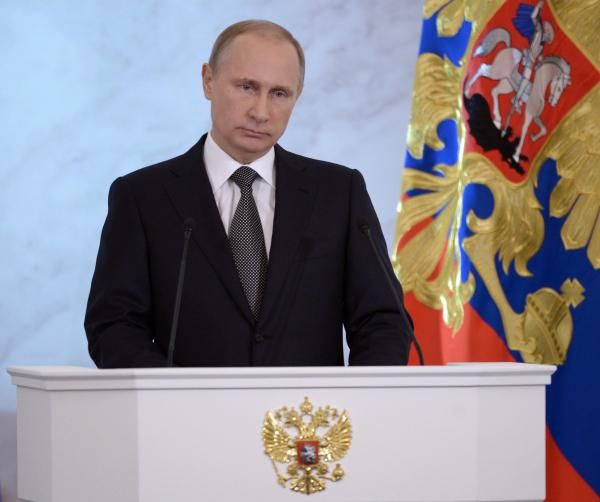 Putin orders to cut budget expenditures by 5% in  2015-2017