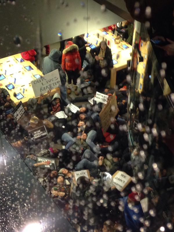Mass die-in on the Apple Store, 5th Avenue, New York