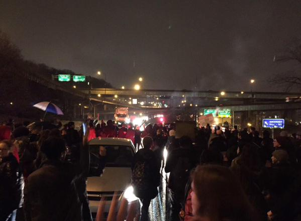 Pittsburgh parkway inbound blocked by EricGarner protesters marching to downtown