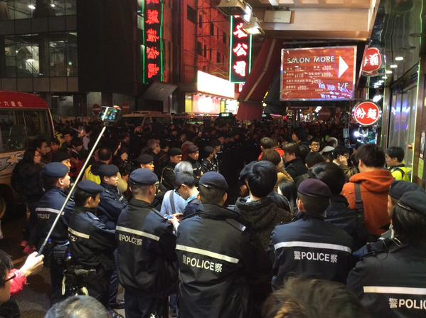 Police just declared this an unlawful assembly. Shoppers of course scoffed at this. 9wu OccupyHK
