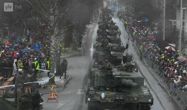 Leopard 2A4's at today's Finnish Independence Day parade in Hämeenlinna.