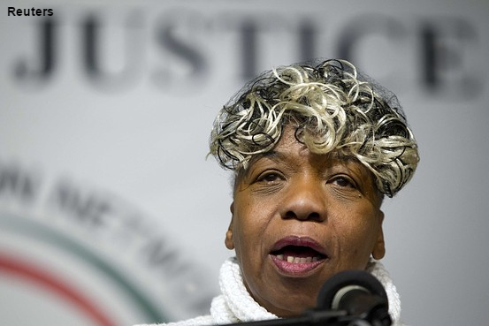 EricGarner's mother urges the public to keep protesting her son's death