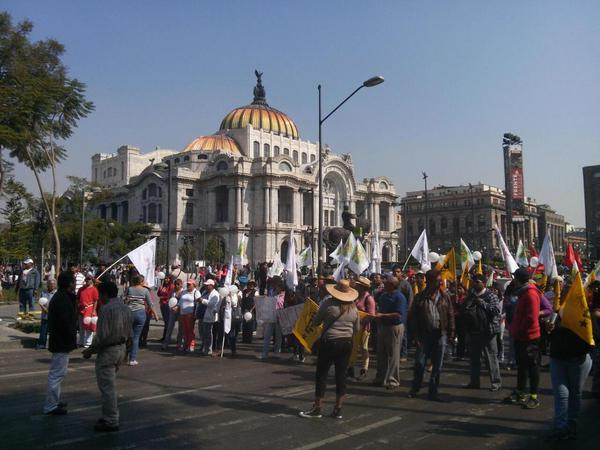 Protesters go about Fine Arts; go to the Monument to the Revolution in Mexico