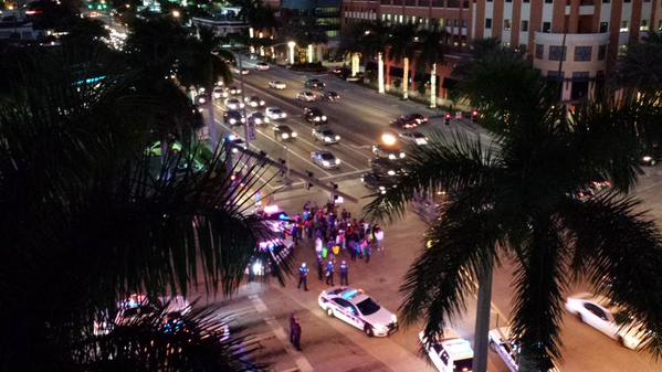 Fort Lauderdale protesters briefly block traffic on U.S. 1, Broward Blvd.
