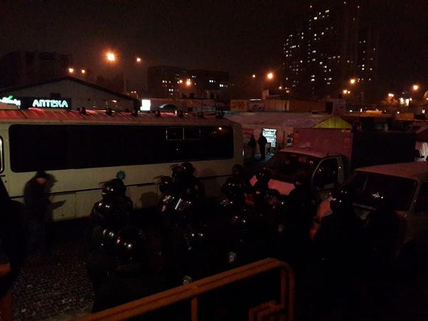Riot police with rifle guns came to illegal casino, destroyed by guys in masks on Zhitomirskaya