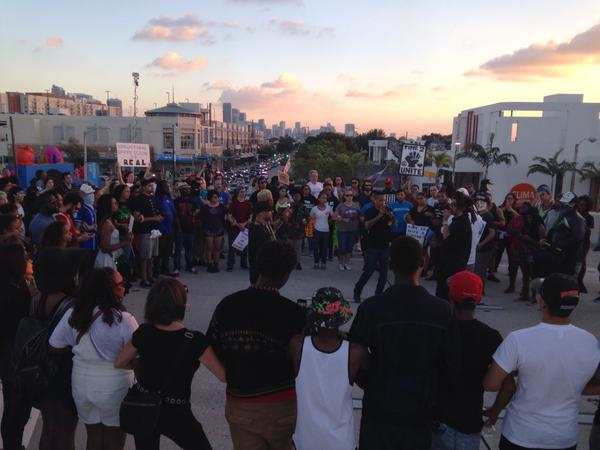 ShutItDown protesters form a circle on I95, Miami and take deep breaths for those who can't breathe anymore