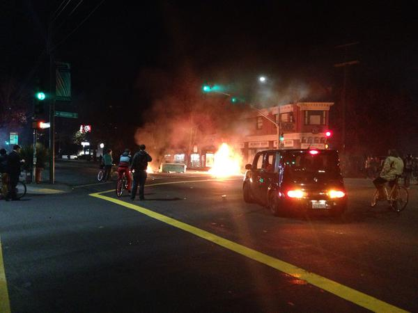 More looting of a sunglasses store as fire burns. @dailycal berkeleyprotests