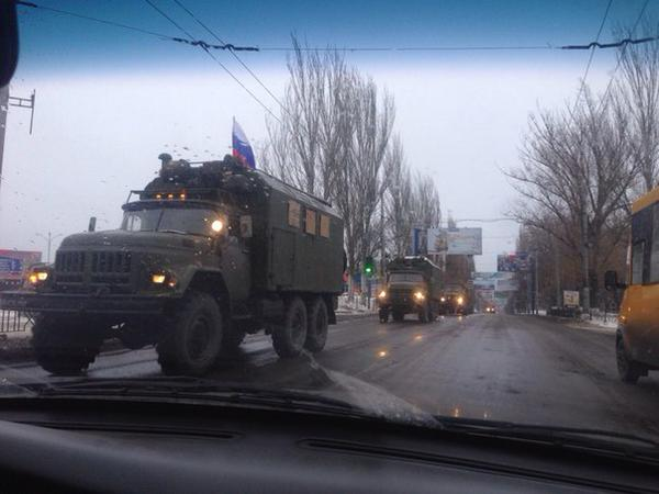 In Makiivka column of 50 pieces of military equipment invaders with the flag of the Russian Federation travels in the direction Donetsk.