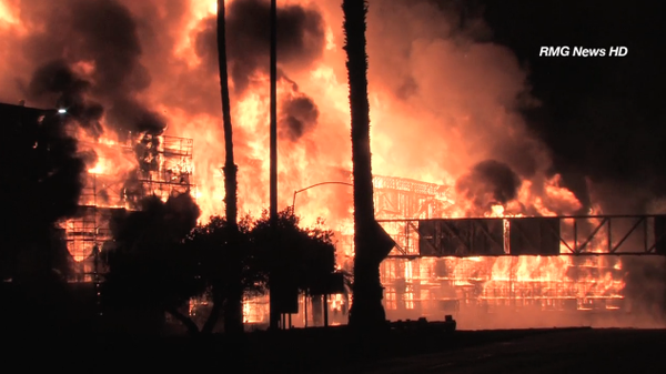 Over 200 @LAFD firefighters tackle a massive fire in downtown Los Angeles.