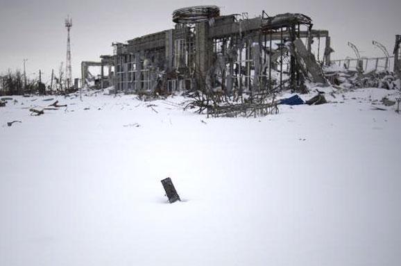 Old and new terminals are destroyed in the Donetsk airport, - Radbez