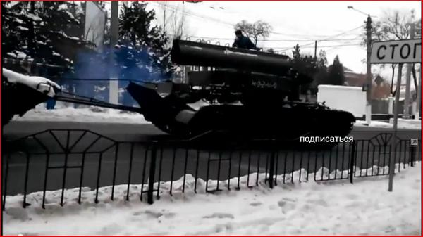Russia BTS-4A recovery vehicle towing BMP damages car & goes along in Donetsk
