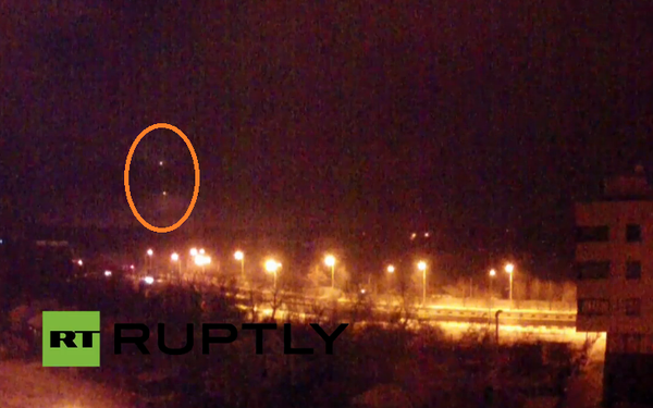 Flares and explosions around Donetsk airport Terminal. Possibly another Russian storming attempt.