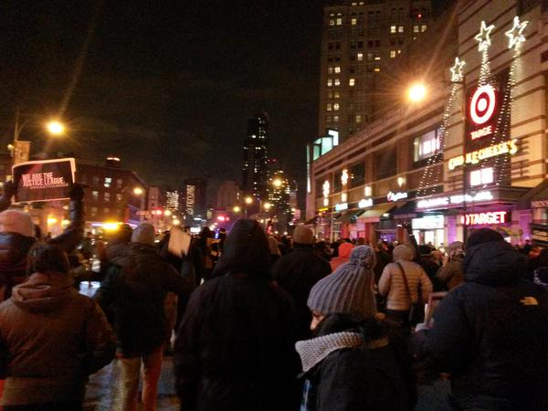 Crowd peacefully overwhelms NYPD blockade, marches down Flatbush