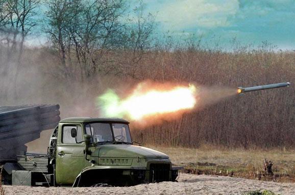 Militants have shelled towns of Lugansk region 12 times per day silent mode time, - Moskal