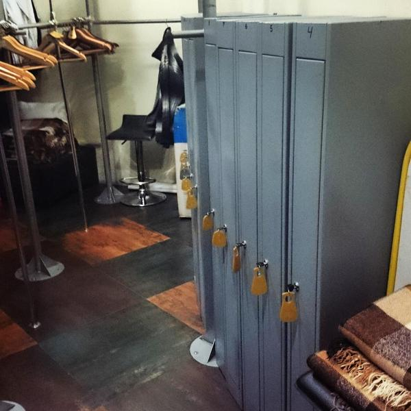 Donetsk restaurants introduced weapon lockers. Customers r encouraged to leave their AKs here