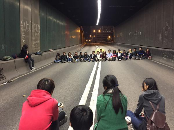 Hong Kong youngsters chant slogans in a Central tunnel to bid farewell to 75 days of occupation protests.