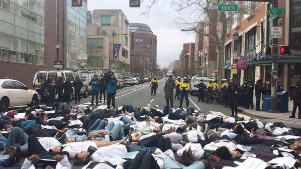 Die-in demonstration by med students in Philadelphia blocks traffic