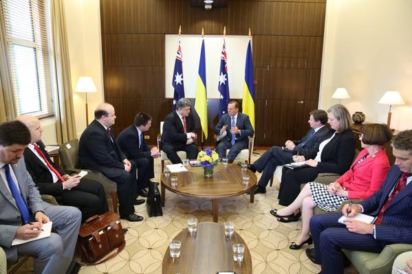 Poroshenko began the meeting with the Prime Minister of Australia Tony Abbott