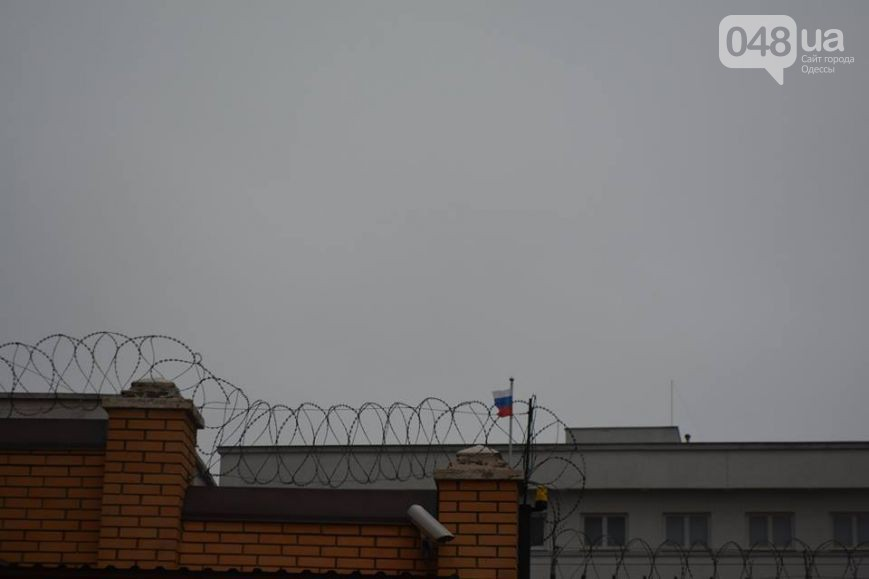 Consulate General of the Russian Federation have defended by barbed wire in Odessa