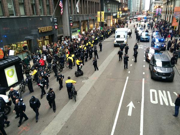 STANDOFF in Chicago Madison/Wabash. Arrests. March goes east