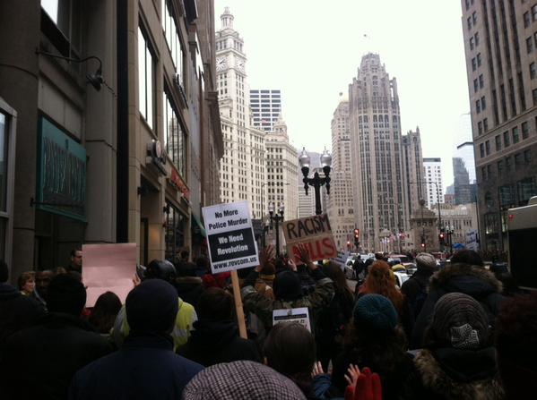 MillionsMarchChi approaching Chicago River