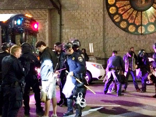 Protester arrests continue in downtown Oakland, 17th and Franklin