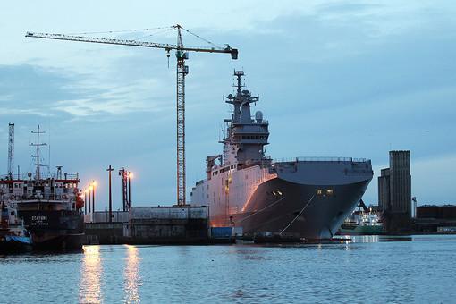 Gazeta.ru claims Russian marines fr Vladivastok took under its control Mistral Vladivostok.