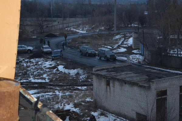 A gang of Modjahed and Starshina surrounded the military base of LNR in Krasnodon