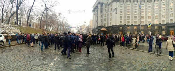 Workers of Kyivpastrans blocked traffic near the Cabinet. They say that will not work  tomorrow