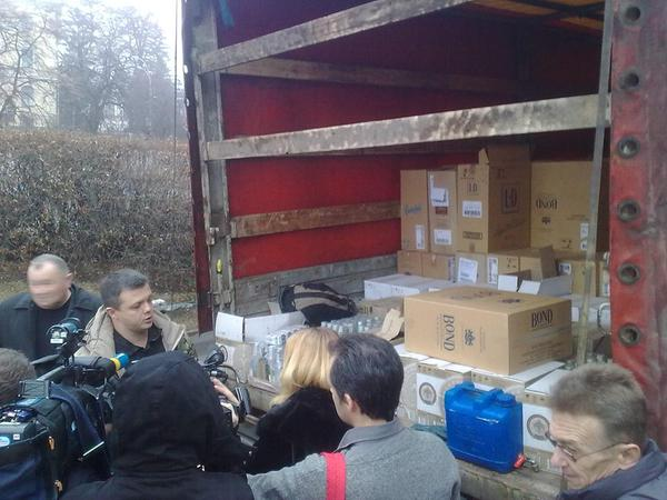 MP Semenchenko shows to media a truck w/ alcohol and tobacco stopped on entry to the occupied territories