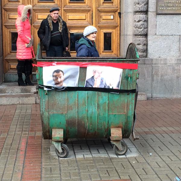 Rally near departure of Kyiv city planning. Garbage container prepared