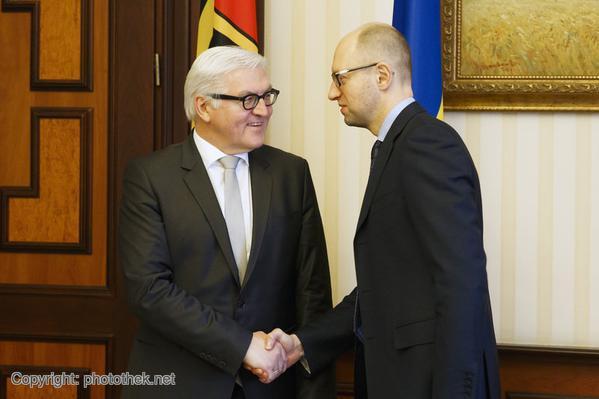 Steinmeier meets  @Yatsenyuk_AP in Kyiv