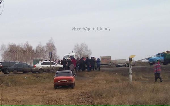People blocked Highway Kyiv-Kharkiv, near Lubny.