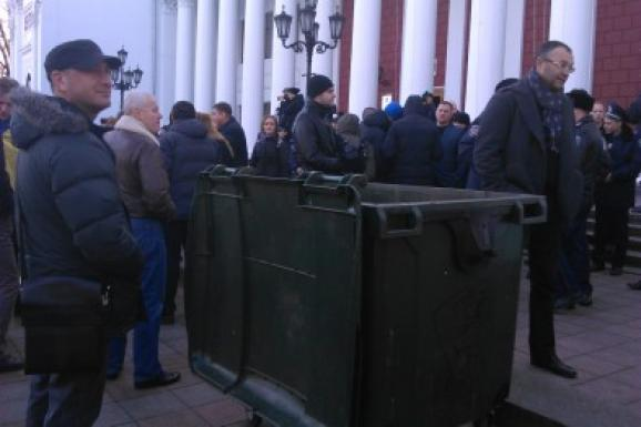 Activists are picketing building of the Odessa City Hall