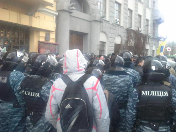 Unmarked police with weapons came to Kharkiv Academy of Culture