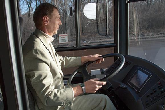 Trolley driver was dressed in a white suit for the arrival of the leader of LNR