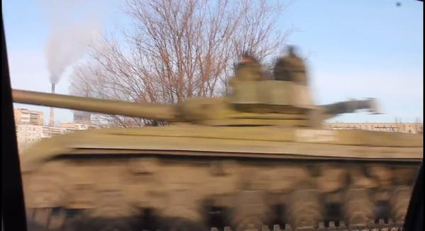 Russians move tanks to frontline