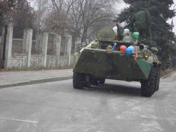 Meanwhile: wedding in Luhansk