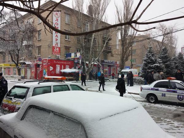 2 explosions in Kherson at Marksa & Belinskoho.   1 dead